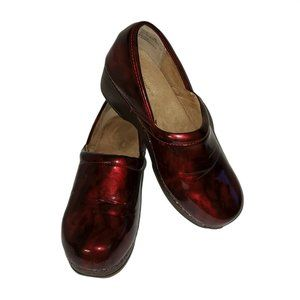 G.H. Bass & Co. 'Melinda III' Clogs Marbled Red